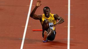 Usain Bolt skadar sig