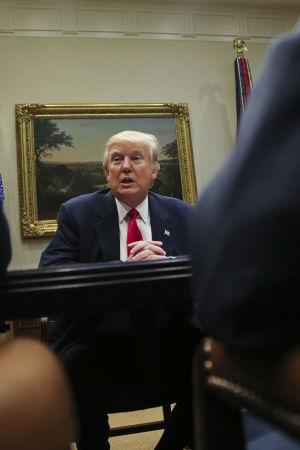 USA:s president Donald Trump under ett möte med företag inom sjukförsäkring.