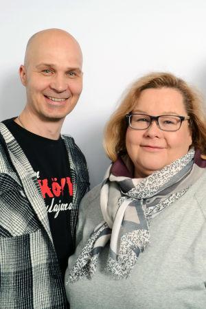 Marko Maunuksela, Maija Salminen ja Jukka Hallikainen seisomassa.