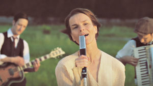Laulu koti-ikävästä, dokumenttielokuva. Kuvassa Anna Järvinen.