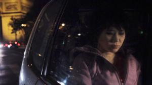 Yuja Wang matkustaa autossa Pariisissa