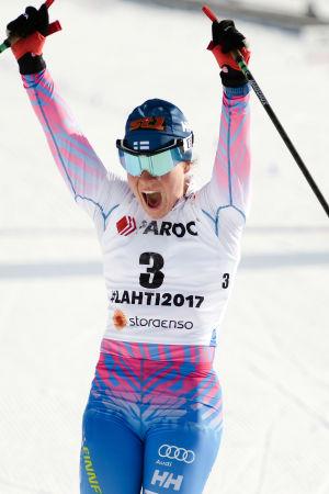 Krista Pärmäkoski vann sitt första individuella VM-guld i skiathlontävlingen i Lahtis.