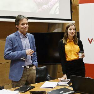 Li Andersson och Kari Uotila presenterar Vänsterförbundets skuggbudget