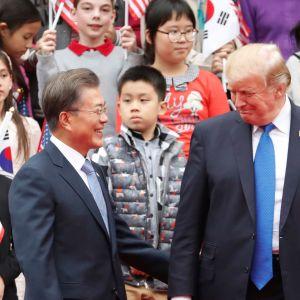 Sydkoreas president Moon Jae-in möter Donald Trump i Sydkorea