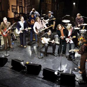 Wentus Blues Band 20-vuotiskonsertissa Aleksanterin teatterissa Helsingissä. Kuva dokumenttielokuvasta Family Meeting.