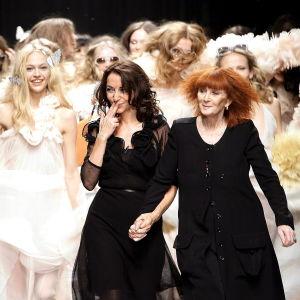 Sonia Rykiel med sin dotter i en modeshow 2007.