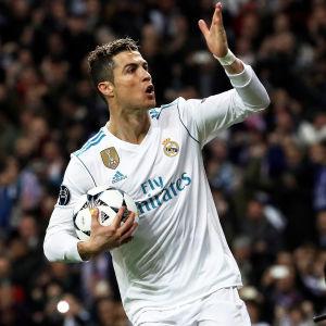 Cristiano Ronaldo jublar.