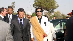 Frankrikes president Nikolas Sarkozy träffade Libyens diktator Muammar Ghaddafi  sommaren år 2007, drygt en månad efter sitt tillträde som president