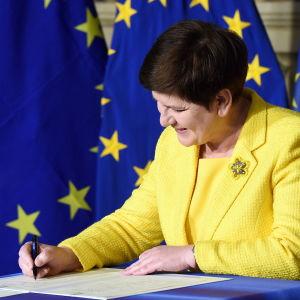 Beata Szydlo, Polens premiärminister, undertecknar Romdeklarationen i Rom, mars 2017.