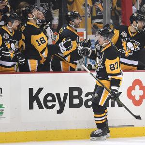 Sidney Crosby firar ett mål.