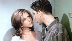 Man och kvinna i tv-serie från 1990-talet
