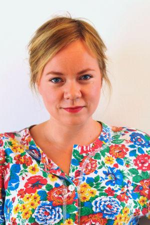 Johanna Dikert, med Yle logo