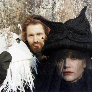 Rea Mauranen ja Asko Sarkola elokuvassa Tulipää.