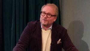 Fredrik LIndström föreläser under Mediespråk 2018.