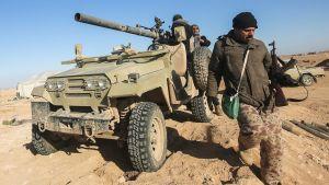 Miliser från shiitiska Hashed al-Shaabi förbereder offensiven mot västra Mosul 18.2.2017