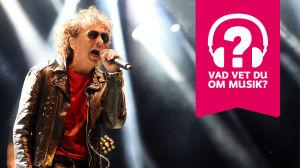 Magnus Uggla i Musiktestet med logo.