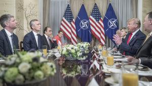 Natos generalsekreterare Jens Stoltenberg träffade USA:s president över frukost i Bryssel på onsdagsmorgon