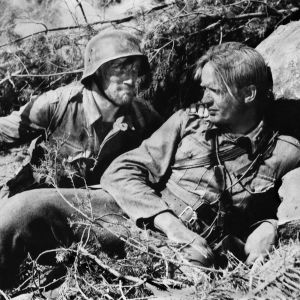 Åke Lindman (Lehto) ja Kosti Klemelä (Koskela) elokuvassa Tuntematon sotilas