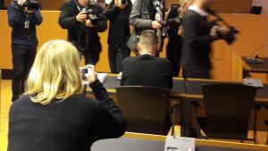Man som körde på flera personer i Helsingfors centrum i tingsrätten.
