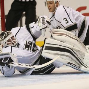 Jhonas Enroth är en svensk ishockeymålvakt.