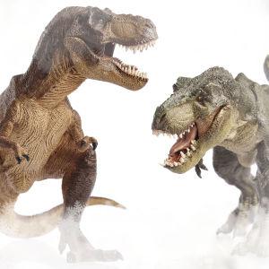 Kaksi dinosaurusta ärhentelevät toisilleen