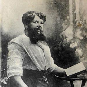 Madame Delait dans son salon. Imprimeries Reunies de Nancy, 1920. Postkarte, Karton, Fotodruck