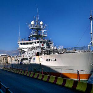 Forskningsfartuget Aranda i Västra hamnen i Helsingfors.