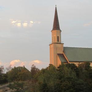 Vattentornet och kyrkan i Hangö.