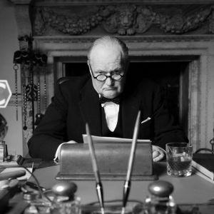 Kansallissankariksi 2. maailmansodan aikana noussut ja Britannian voittoon johtanut Churchill kärsi yllättävän ja murskaavan vaalitappion vuoden 1945 vaaleissa.