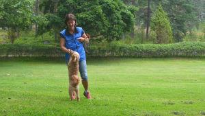 Kvinna och hund