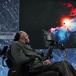 Stephen Hawking på ett presstillfälle om kosmologi I One World Trade Center i New York.