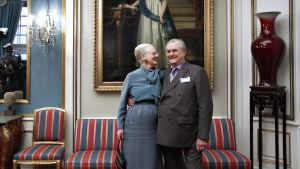 Drottning Margrethe och prins Henrik i Amalienborg slott i Köpenhamn.