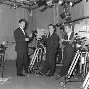 Kolme miestä ja kameroita 1950-luvun lopun studiossa