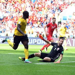 Romelu Lukaku gör mål mot Tunisien i VM 2018.