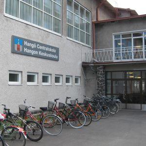 Utanför Hangö Centralskola.