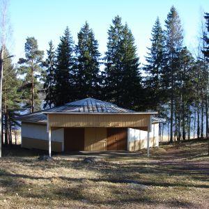 Gumnäs festplats vid Pojoviken i Pojo och den gamla danspaviljongen.