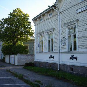 Villor vil Rådhustorget i Hangö.