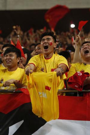 Kinesiska fotbollsfans.