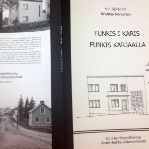 En bokpärm med ett tecknat hus i funkisstil och ett fotografi i samma tema.