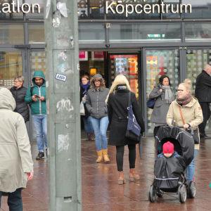 Kampens köpcentrum i Helsingfors, ingången mot öster