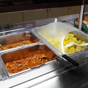 Skolmat tillverkad enligt cook and chill i Rådmans skola i Jakobstad.