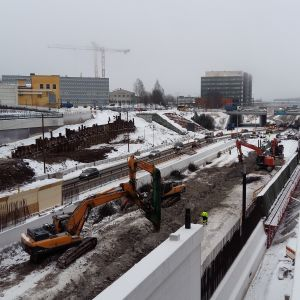 Grävmaskiner vid ÅUCS nybygge river ner de färdiga betongelement, som visade sig ha problem med hållfastheten.
