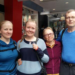 Saara, Maija, Tuulikki och Markku Asmundela i Auckland.
