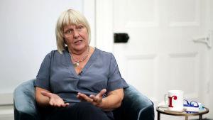 Jane Davis grundade och leder The Reader Organisation i Storbritannien.