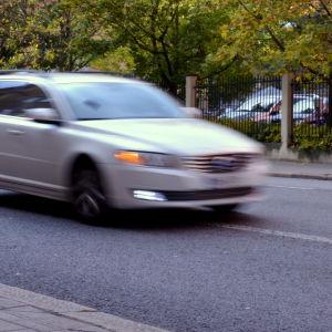 Suddig bil i trafiken