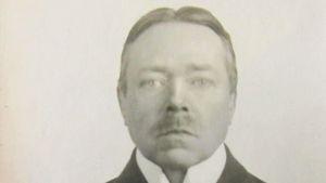 """Hjalmar Söderberg 49, år 1918. Året efter började Albert Bonniers förlag att ge ut """"Samlade verk"""", som han själv redigerade."""