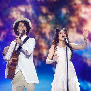 Naviband på Eurovisionsscenen.