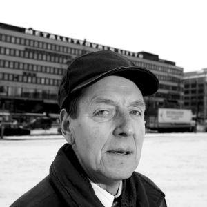 Metallförbundets tidigare ordförande Per-Erik Lundh på Hagnäs torg i Helsingfors i februari 2006.