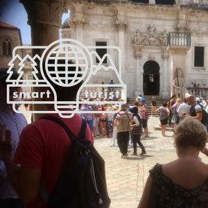 Fullt med turister i Dubrovniks Gamla stad.