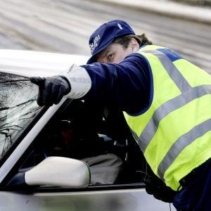 Rörliga polisen övervakar trafik